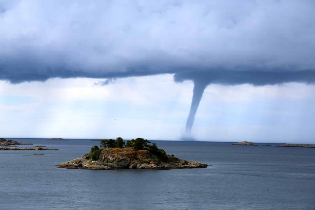 Dream about tornado meaning and interpretation