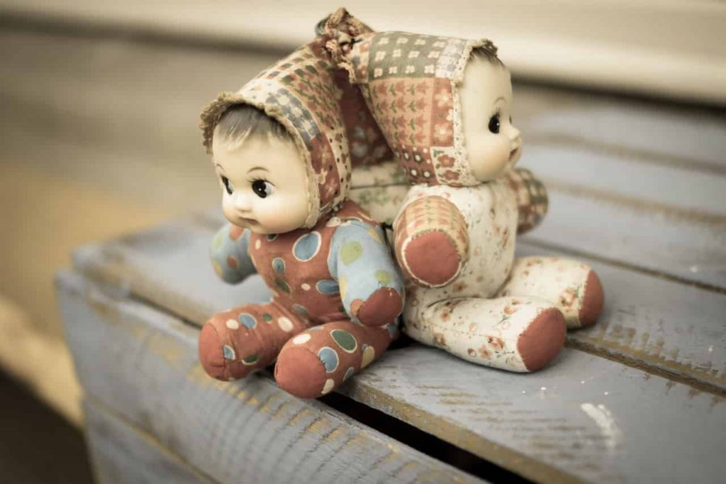 What does it mean to dream about dolls