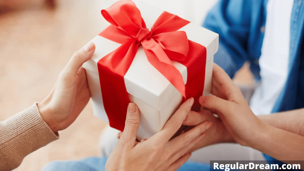 Dream about giving a Gift - Dream meaning and interpretation