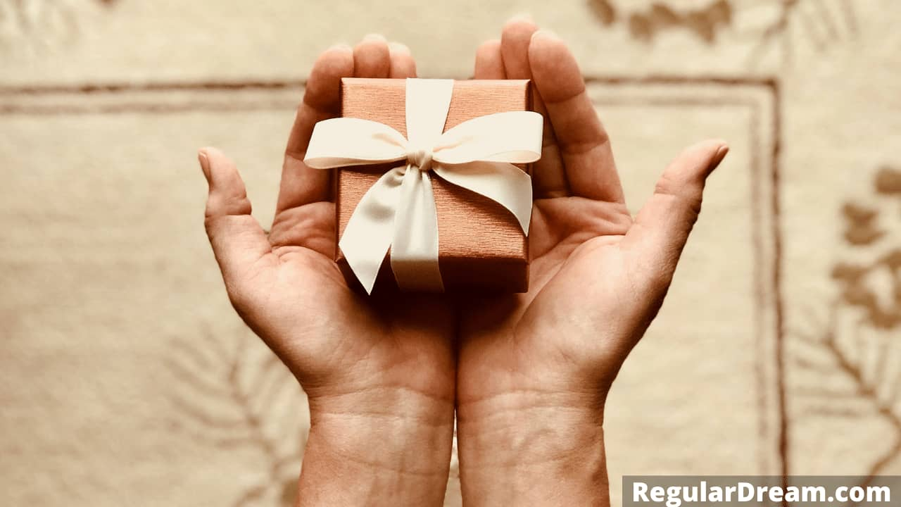 Dreaming of gifts - Why do I dream about gifts? Meaning and sign