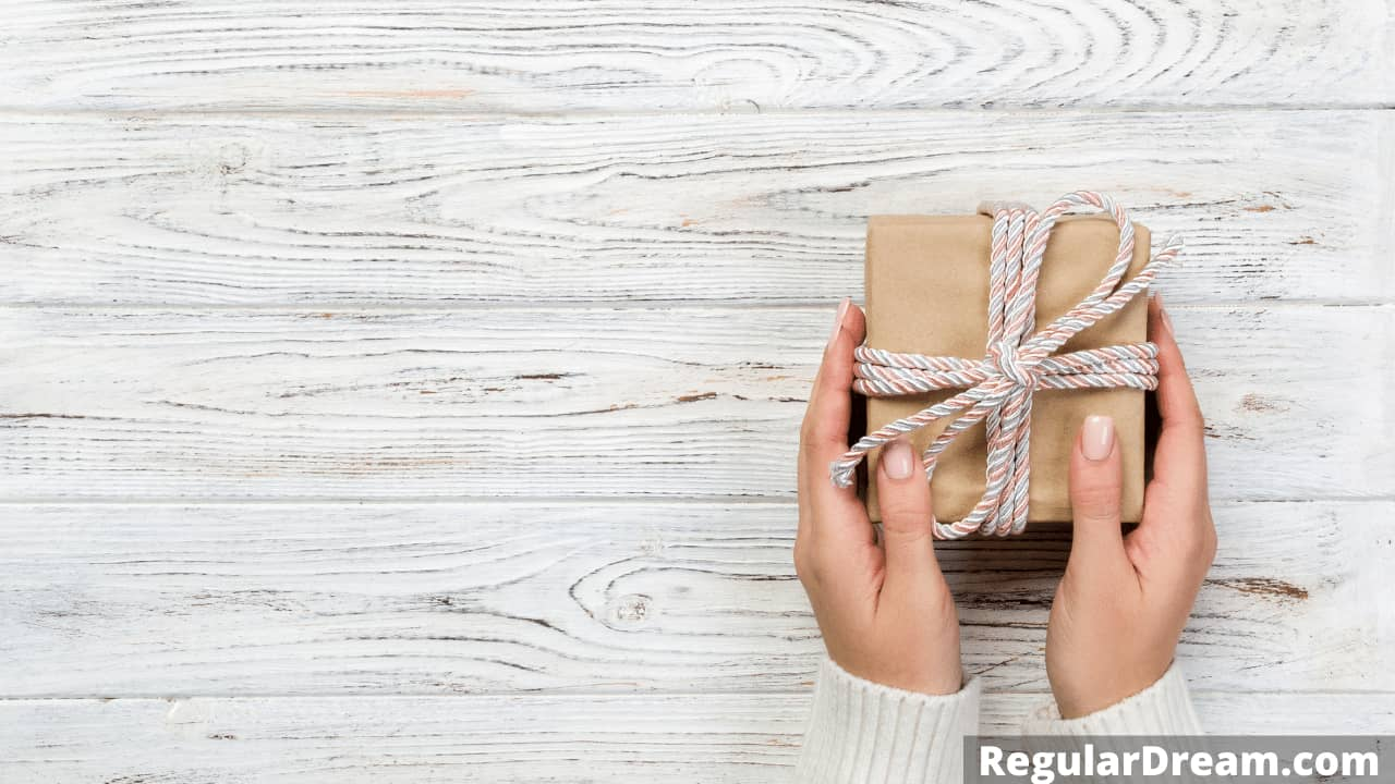 What does it mean to dream about gifts - Regular Dream