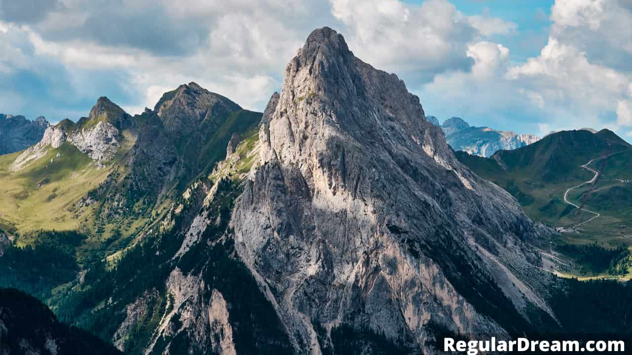 What does it mean to dream about mountain? Mountain dream and meaning