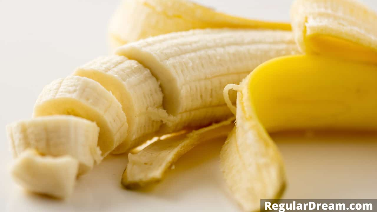 Dreams about bananas - What does dreams about bananas means and what it symbolises